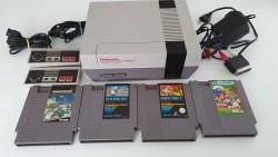 Console Nes et 4 jeux